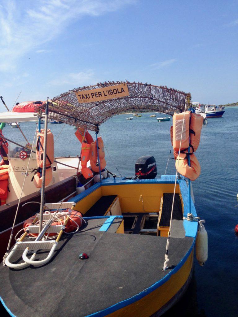 Barca taxi per andare sull'Isola dei Conigli