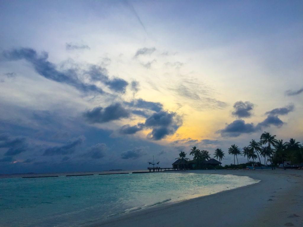 Maldive quale isola scegliere L' alba al Maafushivaru
