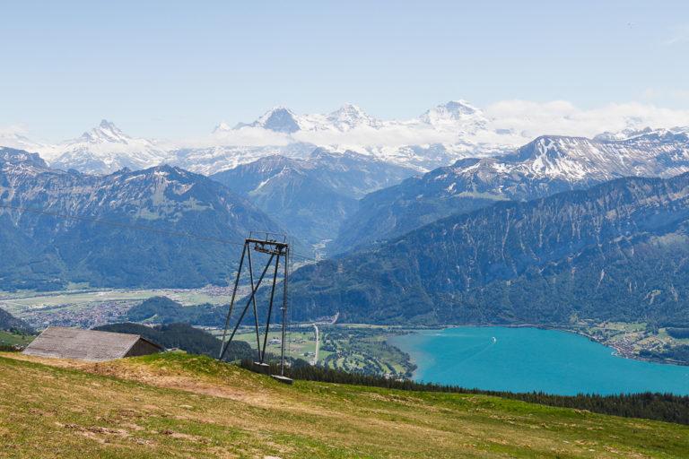 Vista dalla montagna del Niederhorn sul lago di Thun e Brienz