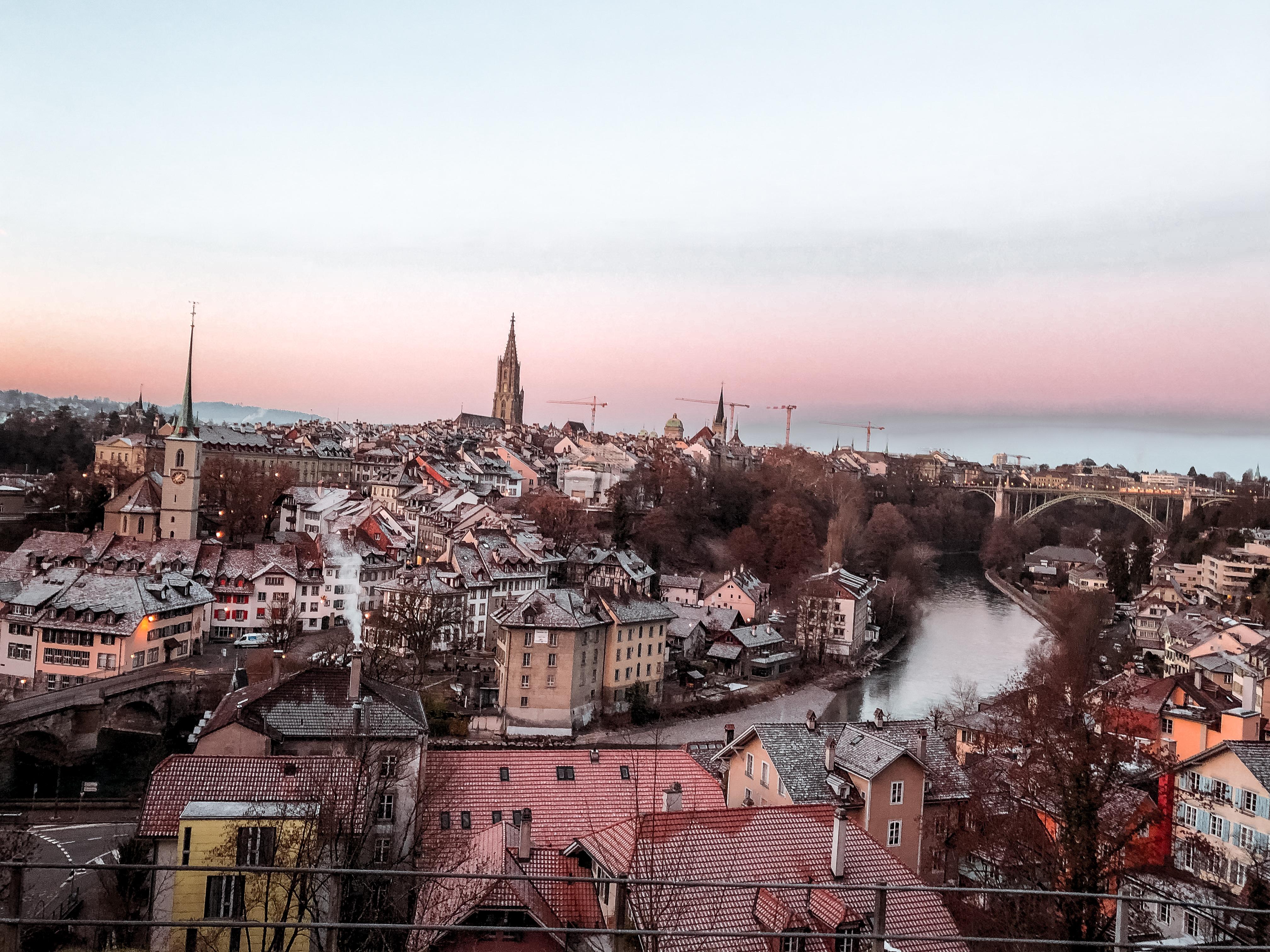 berna-svizzera-capitale-aare-fiume-alba-tramonto