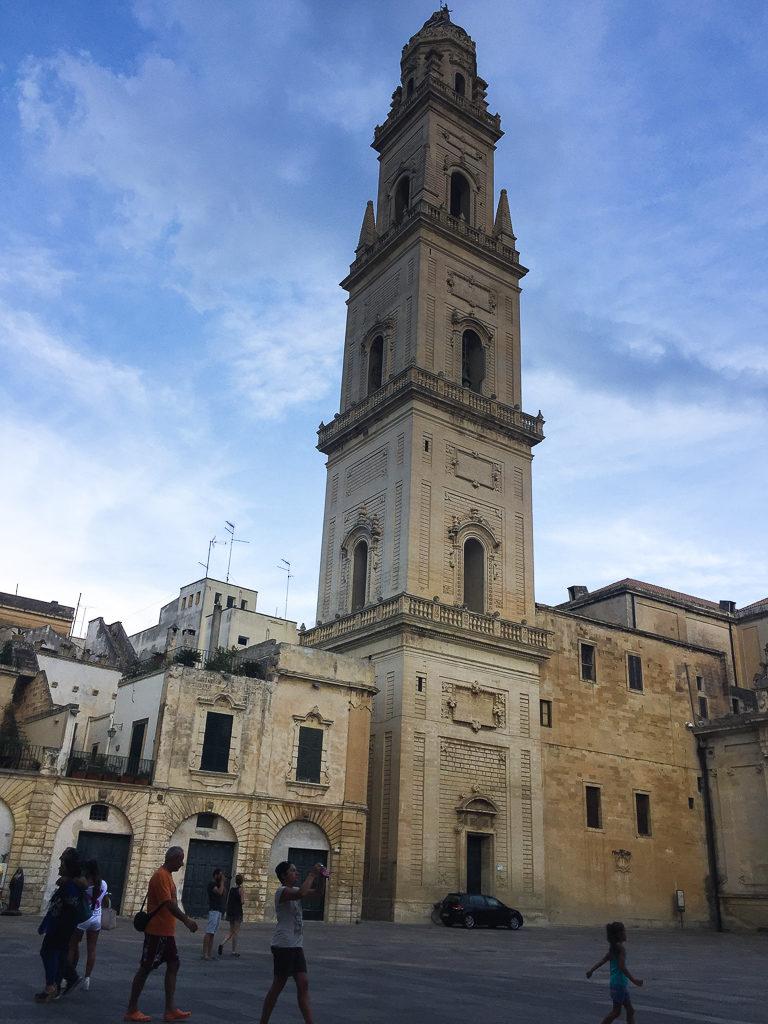Lecce-Campanile-piazza-Duomo-Puglia-Salento-direzioneaeroporto