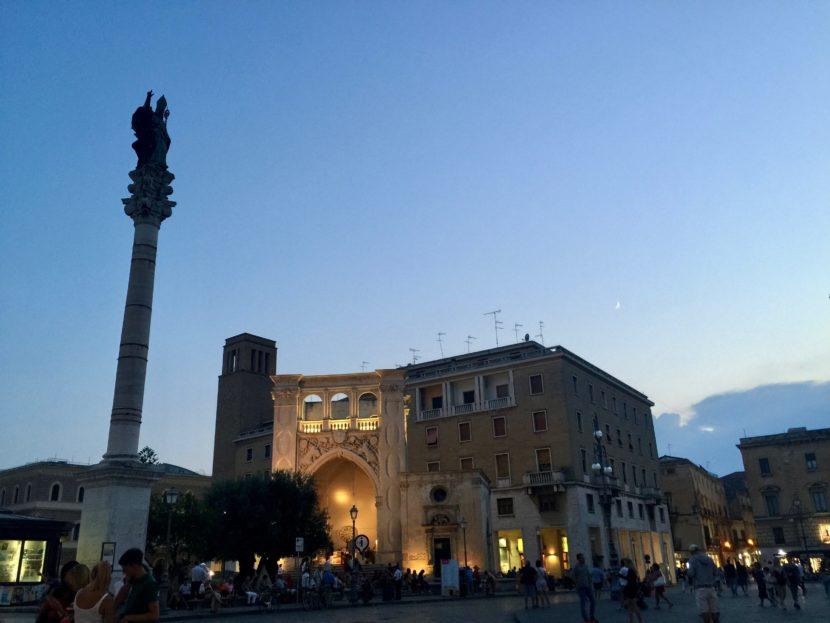 la piazza di Sant'Oronzo a Lecce