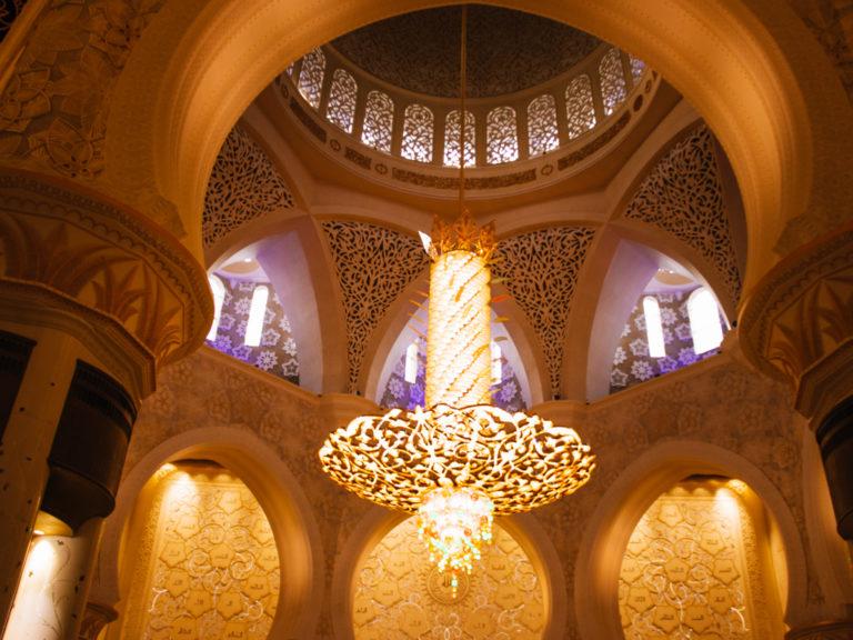 Il lampadario con cristalli Swarovski della Moschea Sheikh Zayed