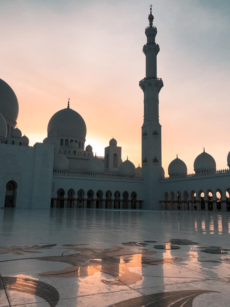 Tramonto alla moschea Sheikh Zayed