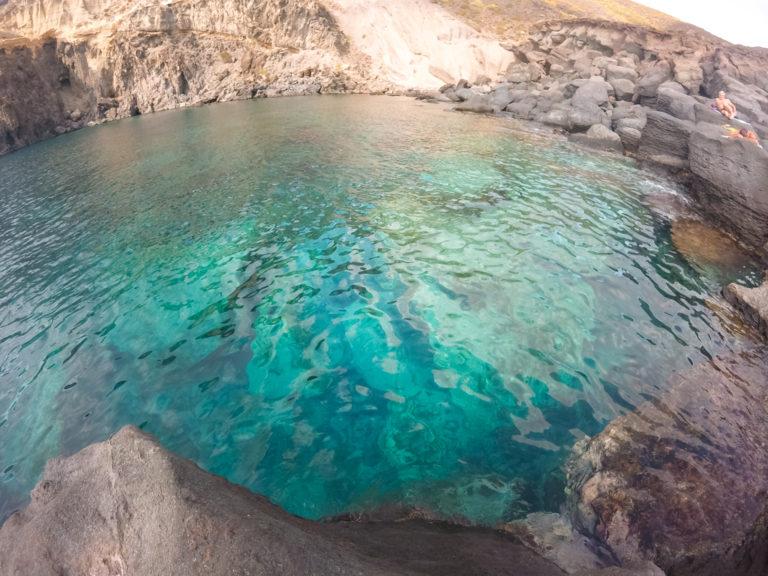 Acqua termale a cielo aperto a Punta Nica