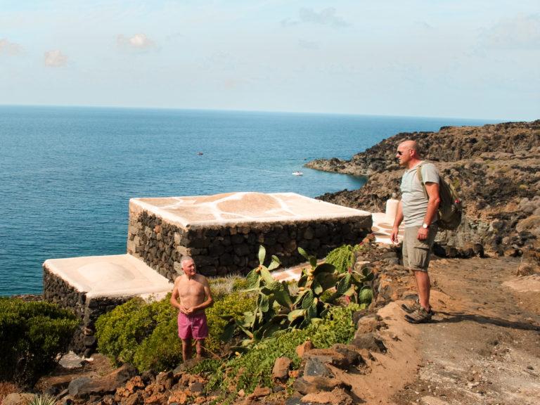 La scogliera che conduce a Punta di Nicà