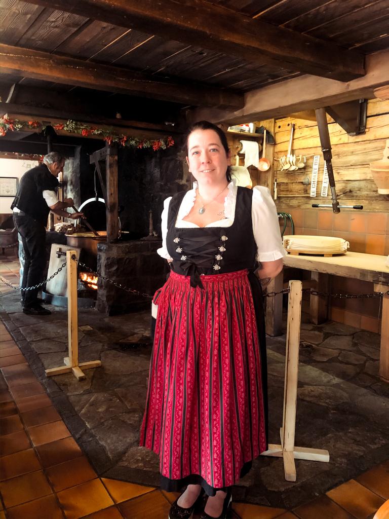 Tipico costume svizzer - Ristorante Le Chalet