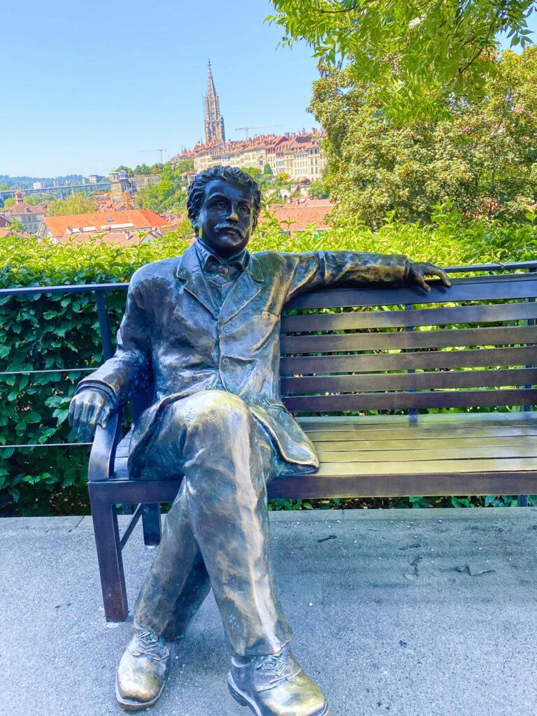 Statua di Einstein